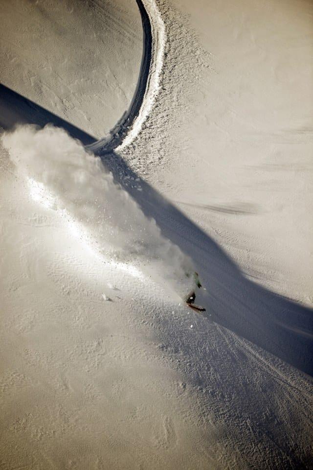 Tremendo slash de Fer Natalucci en Colorado, disfrutando la nieve polvo.