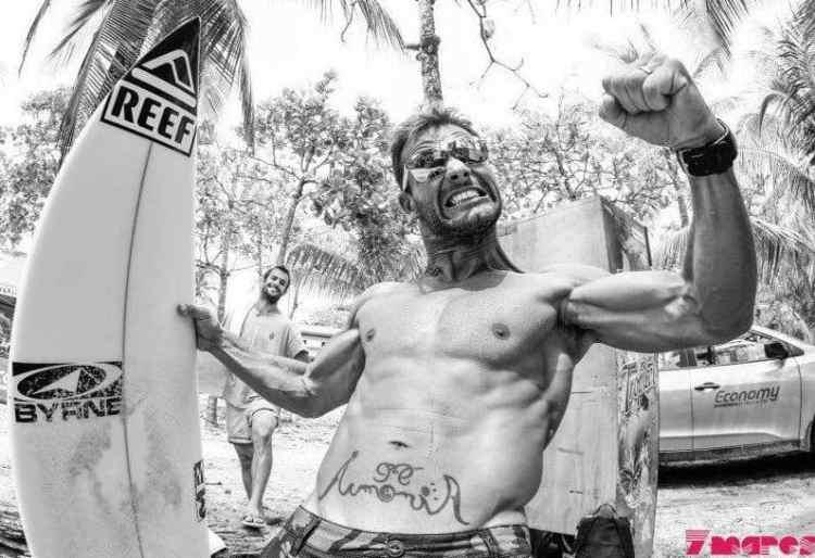 Martín Passeri, el surfista hot del sur del mundo