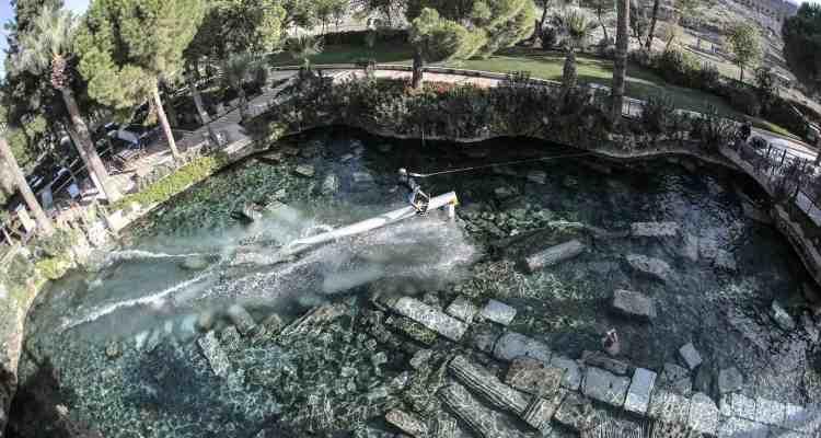 Wakeskate en un tesoro escondido, la piscina de Cleopatra