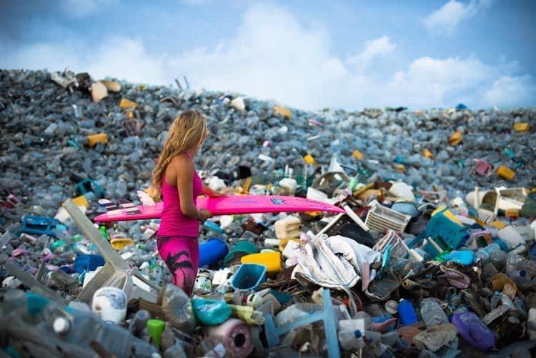 http---coresites-cdn.factorymedia.com-mpora_new-wp-content-uploads-2016-04-Alison-Teal-Plastic-Pollution-Ocean-Surfboard-Alisons-Adventures