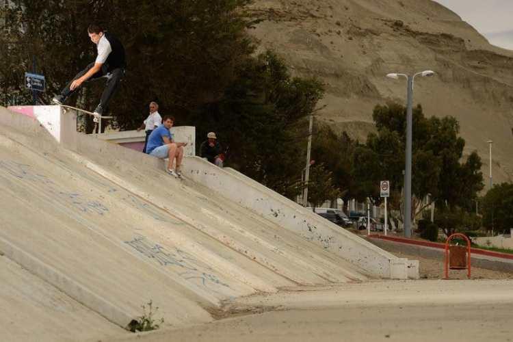Christian Bica - Frontside tailslide