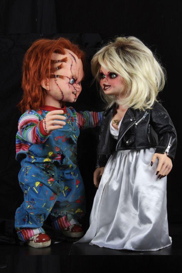 NECA Toys' Bride of Chucky Chucky life-size 1:1 scale replica with Tiffany).