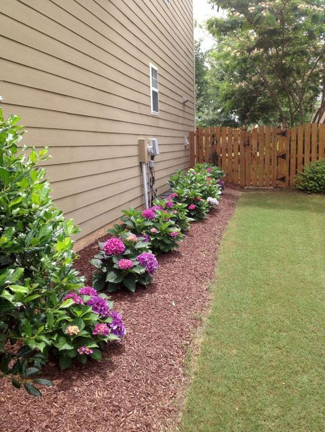 30+ Inexpensive but Innovative Backyard Garden Landscaping ... on Small Side Yard Ideas id=71604