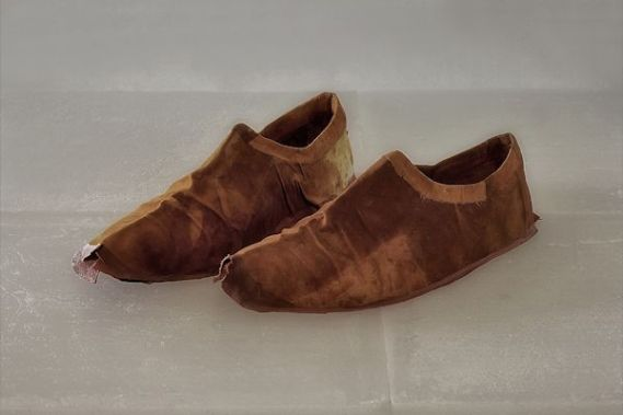 Antoni Tàpies Shoes