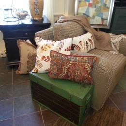 Pillows-Chairs-and-Furniture-Great-Finds-&-Design-Pewaukee,-WI