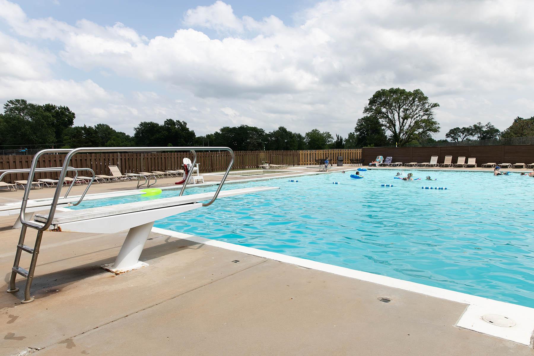 shawnee country club pool