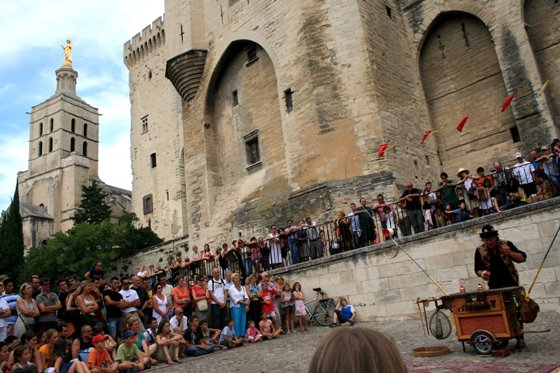 Music festival in Avignon attracts the crowd