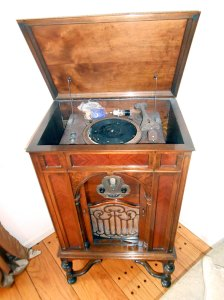 Grebe Radio-Phonograph 1