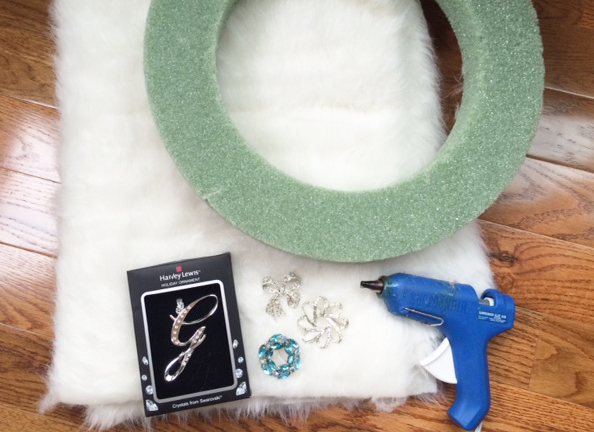 faux fur wreath_materials