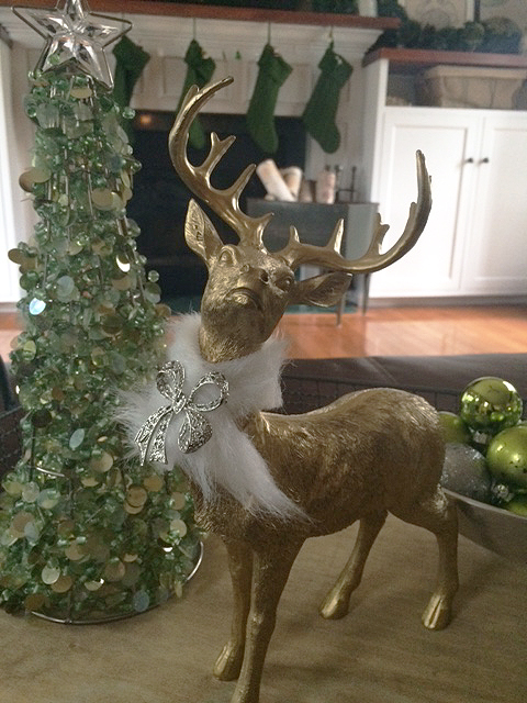 faux fur wreath_on stag