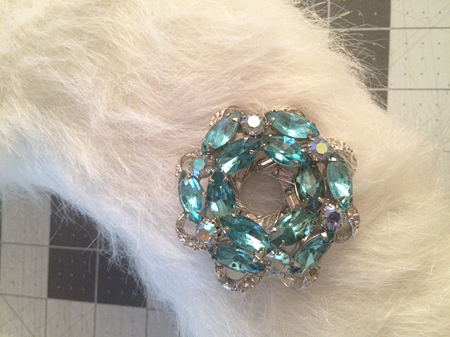 DIY faux fur wreath pin on detail