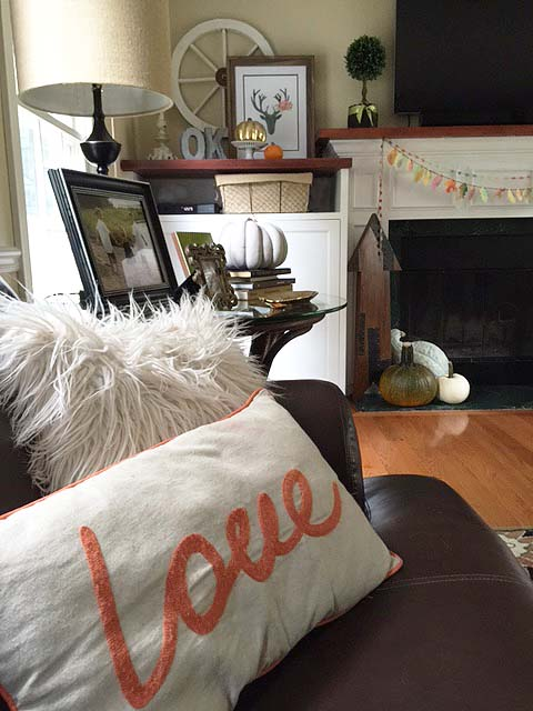 fall-decor-lv-room-pillows-1