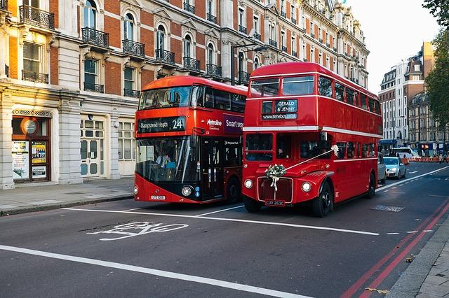 Guvernul britanic investește 48 de milioane de lire sterline în autobuze electrice