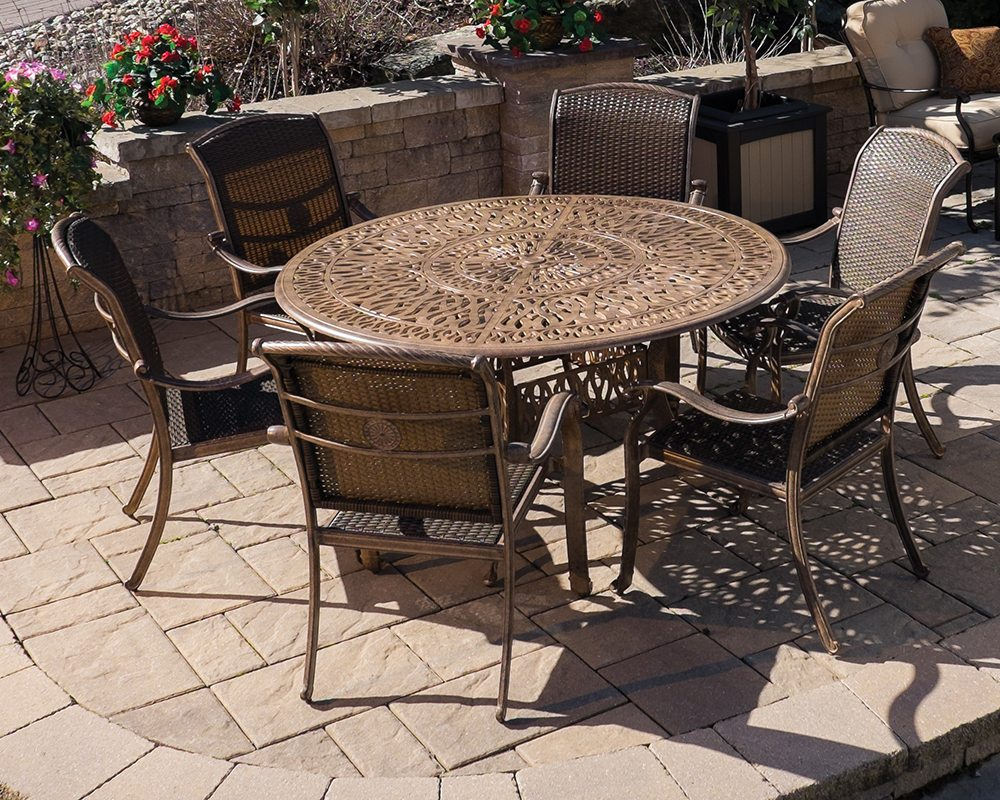 lillian 60 round table set