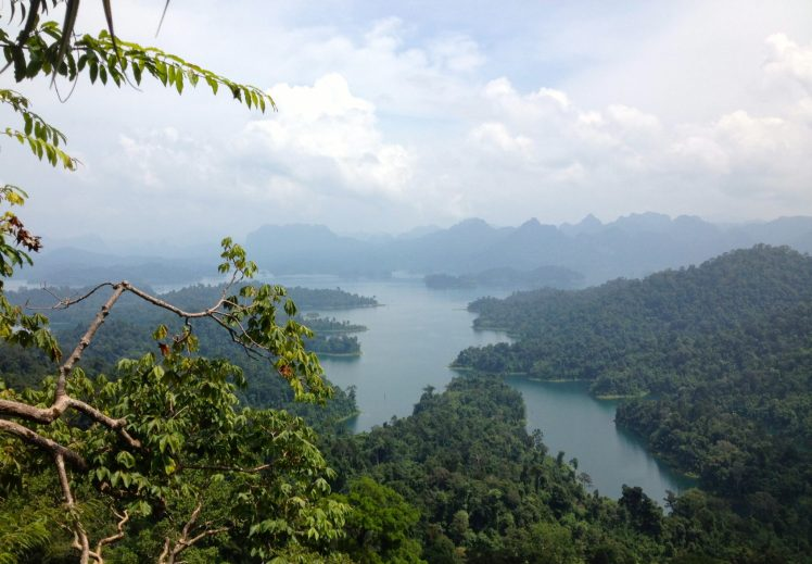 Beautiful views of Khao Sok Lake in Khao Sok National Park