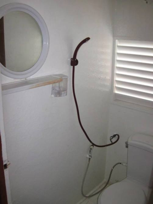 bathroom facilities on the similan snorkel liveaboard