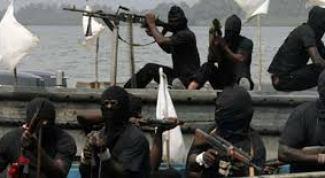 Pirates kill police