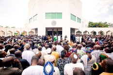 Buhari addresses State House workers