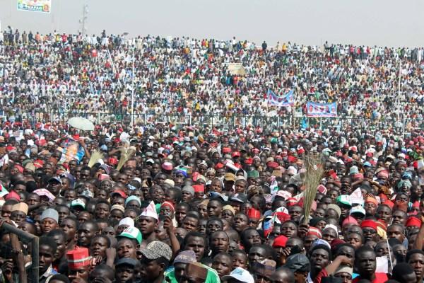 Mamoth Crowd Welcomes Buhari To Kano