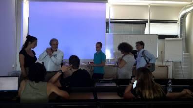 Il Prof. Alessandro Marroni mostra in classe l'uso del doppler