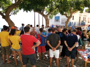 Many people (divers, citizens, kids, authorities and representatives of the diving industry) gathered to kick-off the event