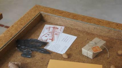 mesas de cortiça feitas pelo artesão António Luz