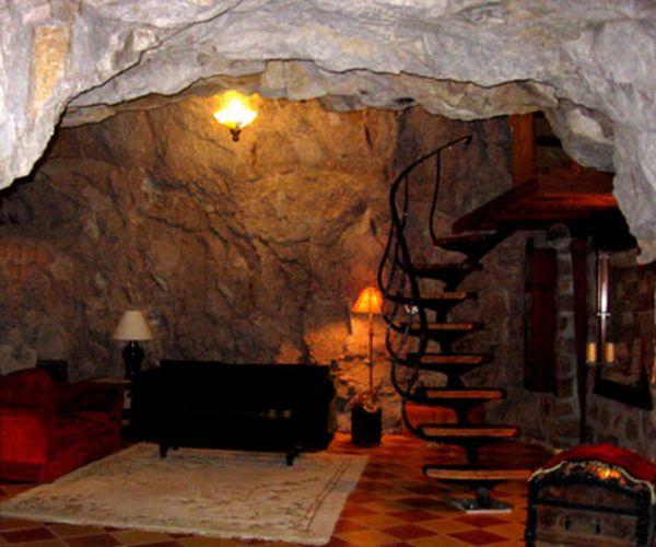 5 Mesmerizing Green Homes Built Inside Caves