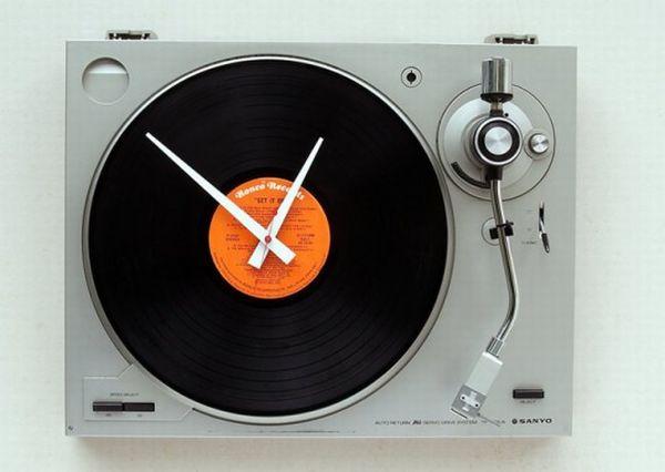 Old Turntables retro wall clocks