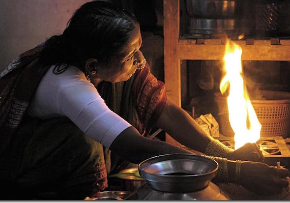 Switching from open fires to modern cooking stoves in India would vastly increase energy efficiency. (Yogendra Joshi via Flickr)