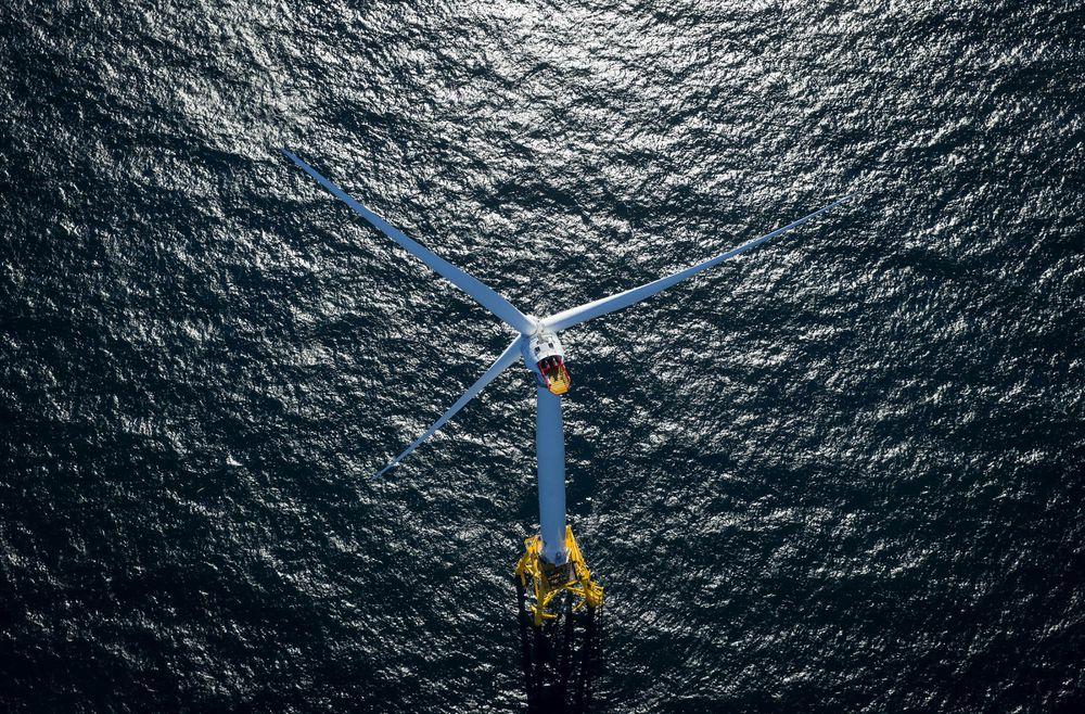 Block Island wind turbine (Photo: Eric Thayer / Bloomberg)