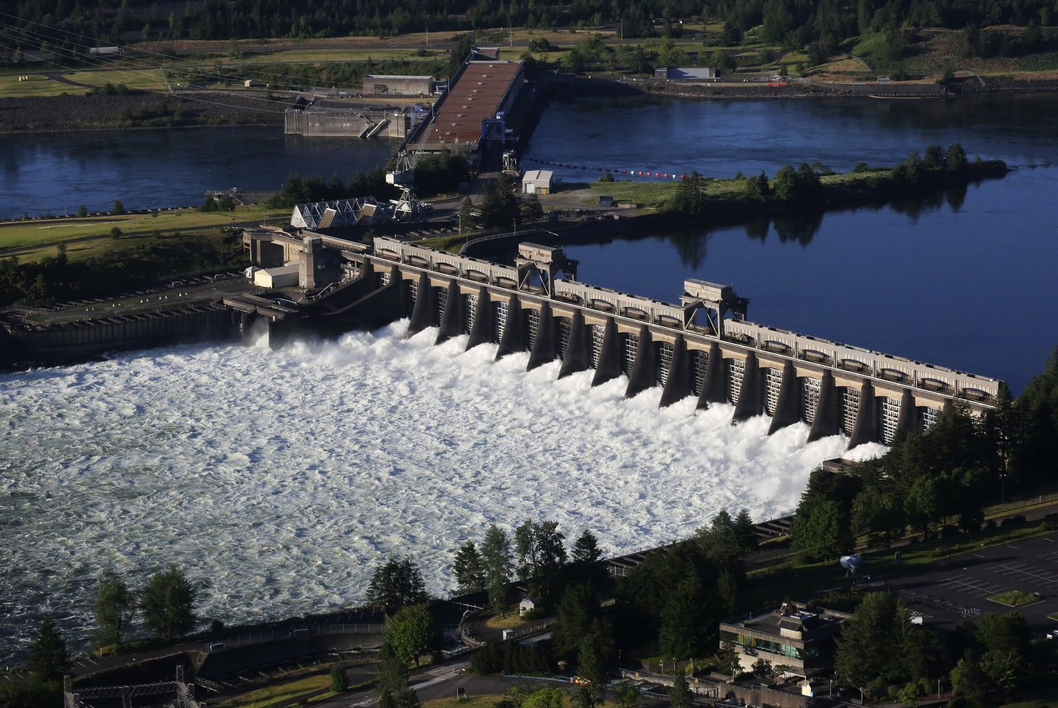 BPA dam on the Columbia River (Alan Berner | The Seattle Times)