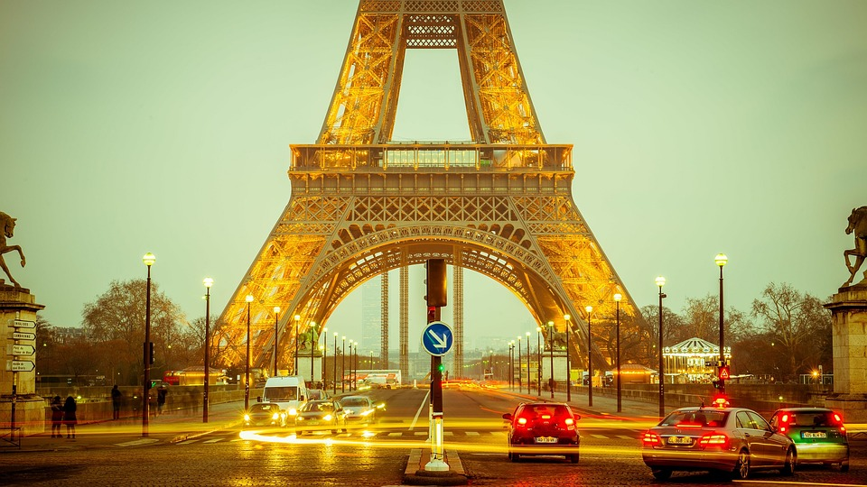 Cars in Paris (Image: Pixabay)