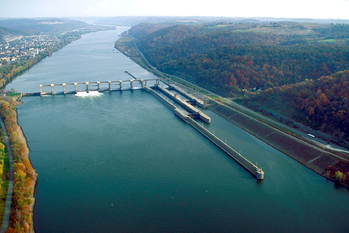 Pike Island Locks and Dam (US Army Corps of Engineers, Wikimedia Commons)