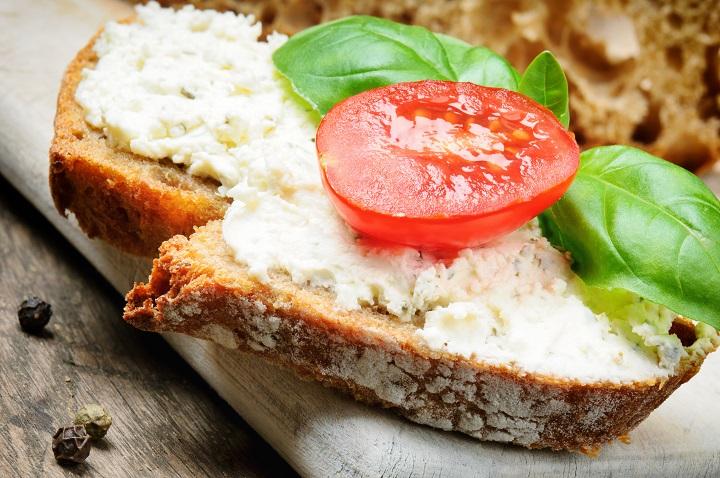 Symbolbild Tomate-Rosmarin Frischkäse © Bildagentur PantherMedia paulgrecaud