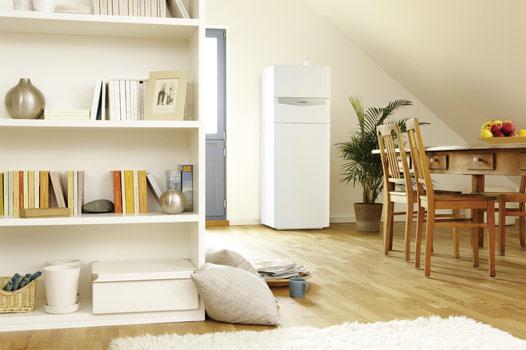 Komplett: Das System Auro-Compact eignet sich perfekt für die Aufstellung in Wohnräumen, das Zubehör für Heizung und Solaranlage ist komplett integriert.