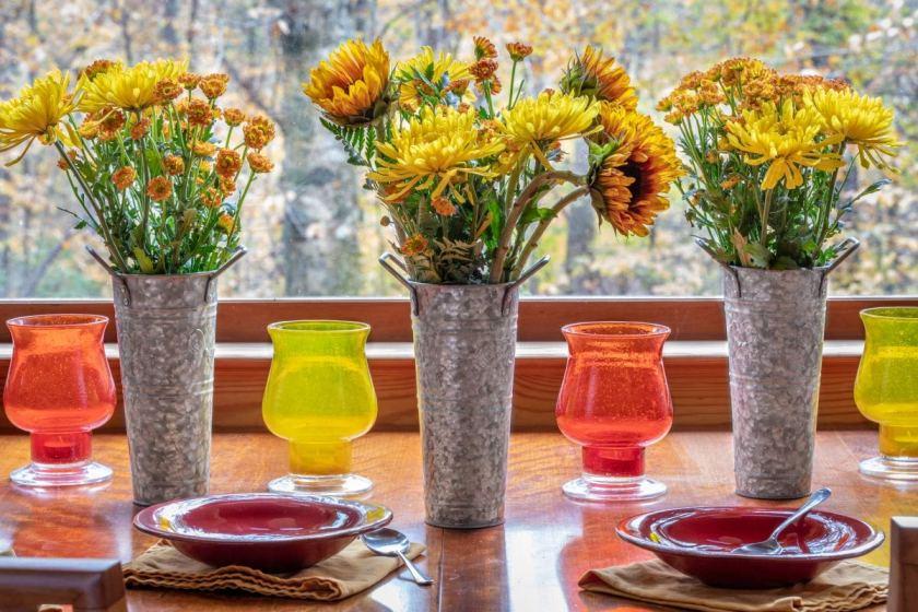 Metallic vase decoration for parties