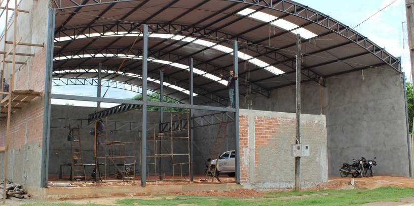 Warehouse 051116: Erection of the steel frame for the showroom and office areas.