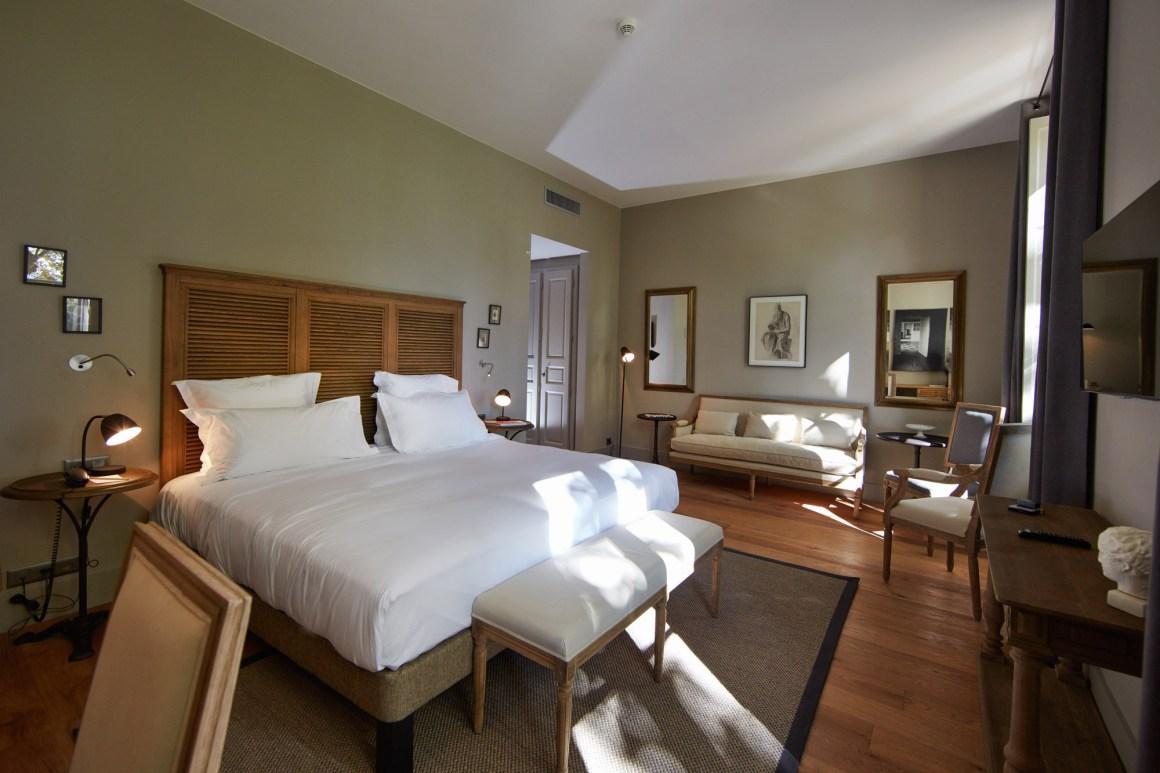 Les chambres du Domaine de Fontenille, dans le Luberon.