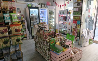 Veggie Room Madrid: colourful modern vegan shop for food & gifts!