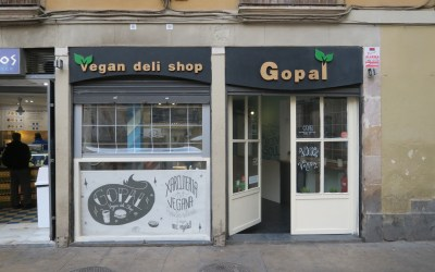 Gopal Barcelona: Vegan Deli in the Gotic neighbourhood 🌿 (with vegan donuts!)