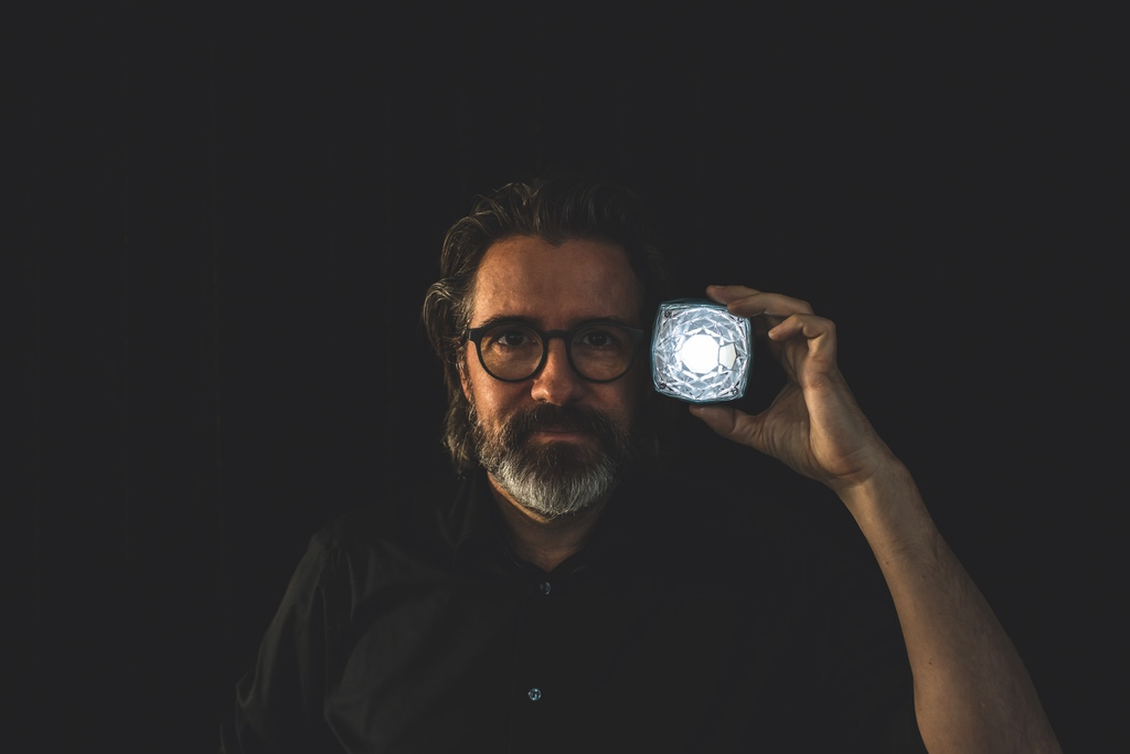 Olafur-Eliasson-with-Little-Sun-Diamond_credit-Studio-Olafur-Eliasson