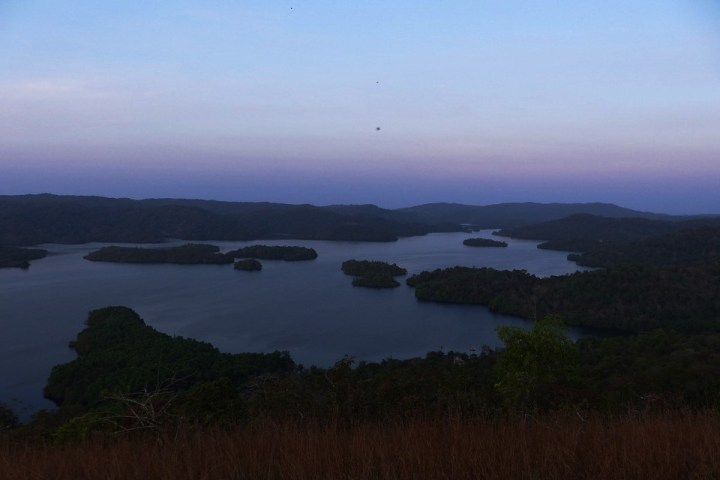 Talakalale Balancing Reservoir at dawn