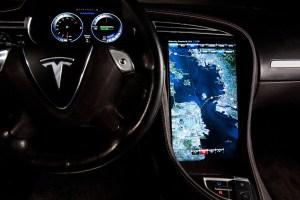 Tesla S 17 onboard screen