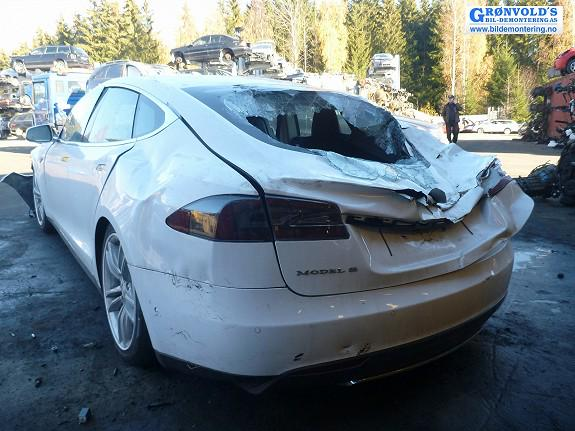 crushed-tesla-model-s-back
