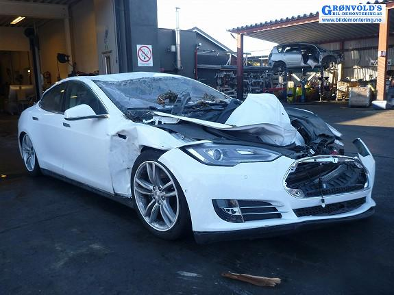 crushed-tesla-model-s