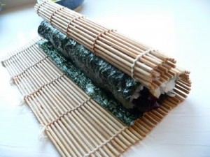how-to-roll-sushi-with-bamboo-sushi-mat