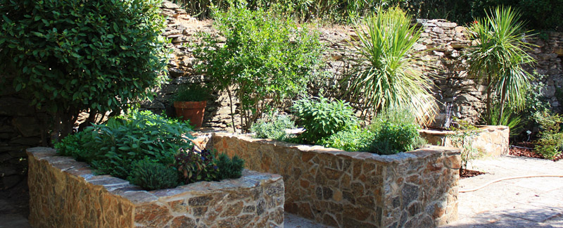 Green Parrot Gardens | Architectural Structures | Natural Stone Raised Beds