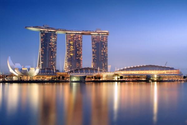 Marina Bay Sands Integrated Resort SkyPark® - Greenroofs.com