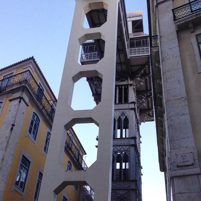 Wahrlich überragend! An Design, Konstruktion und Höhe: Der Elevador de Santa Justa in Lissabons Geschäftsviertel Baixa.