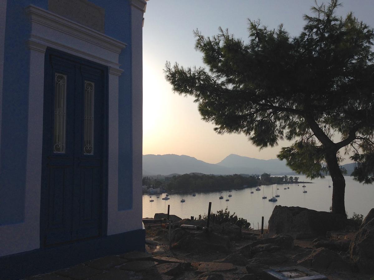Der Uhrturm von Poros ist eines der Wahrzeichen der Insel..